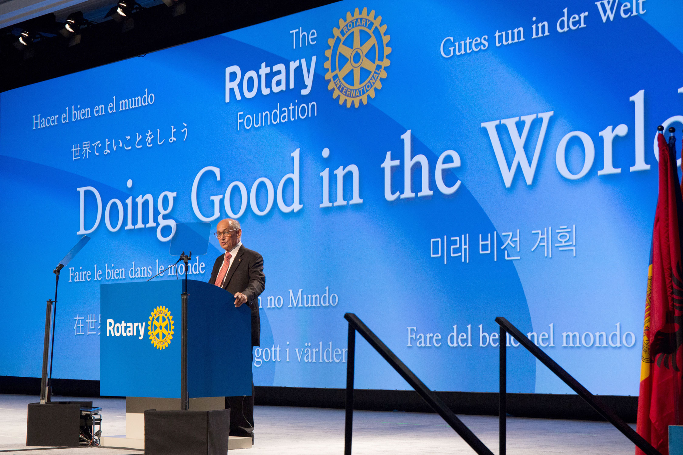 Locally anchored – globally connected. 